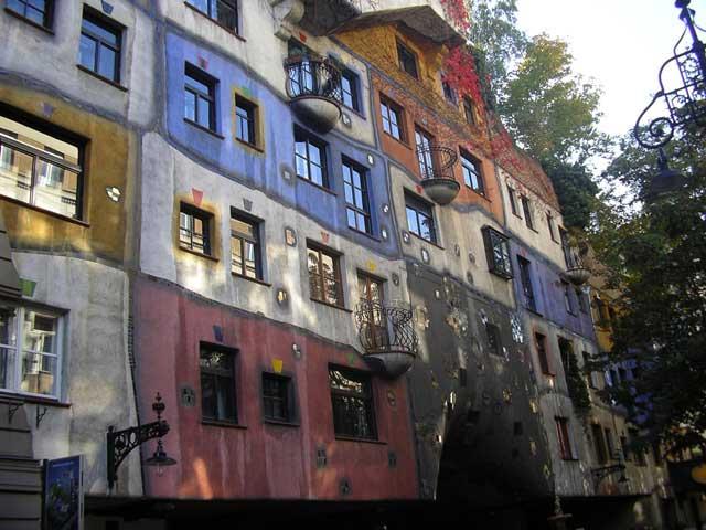 Фасад Hundertwasser Haus